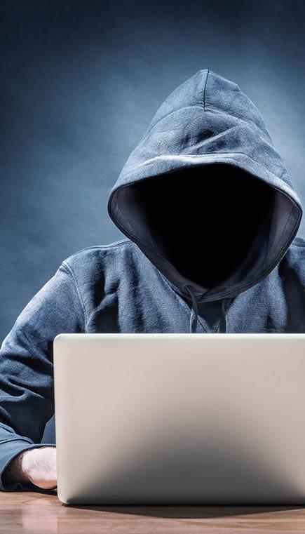hacker de redes sociales matón en línea